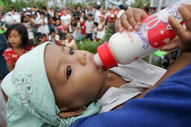 Венесуэла хочет запретить искусственное вскармливание детей